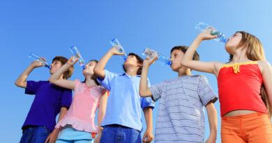 Caldo: attenzione ai piu' piccoli, ecco i consigli per farli bere di piu'