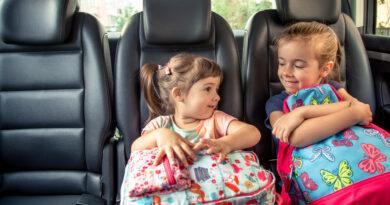 Come intrattenere i bambini durante i viaggi in auto, i metodi più efficaci