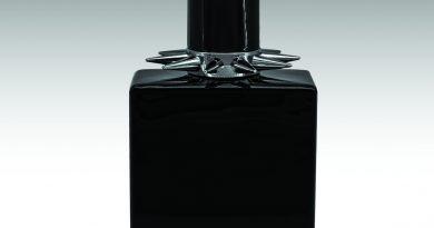 John Richmond presenta Black Metal                         la nuova fragranza donna della Maison
